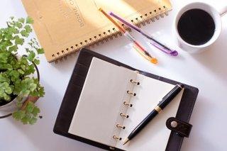 コーヒーと手帳の画像.jpg