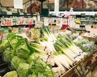 スーパーの野菜売り場の画像.jpg
