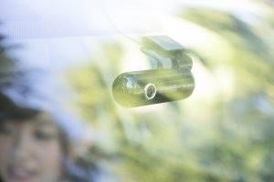 フロントガラスに取り付けられたドラレコの画像.jpg