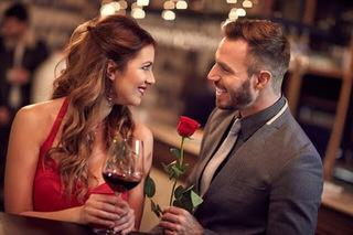 女性と男性が見つめあう画像.jpg