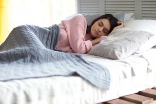 寝ている女性の画像.jpg