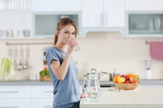 水を飲む画像.jpg