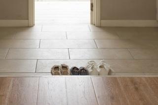 玄関に並べられた靴の画像.jpg